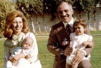 الملكة علياء الحسين مع طفليها الأميرة هيا والأمير علي بن الحسين
