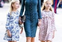 الملكة ليتيزيا ملكة إسبانيا وابنتيها
