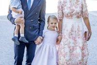 أميرة السويد فيكتوريا مع عائلتها