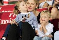 شارلين أميرة موناكو مع أولادها