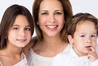 الأميرة هيا مع ابنتها الشيخة الجليلة والشيخ زايد
