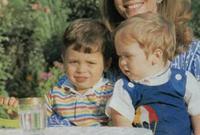 الملكة نور الحسين الزوجة الأخيرة للملك حسين ابن طلال ملك الأردن السابق مع أبنائها