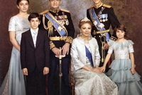 فرح ديبا إمبراطورة إيران السابقة برفقة أبنائها الـ4