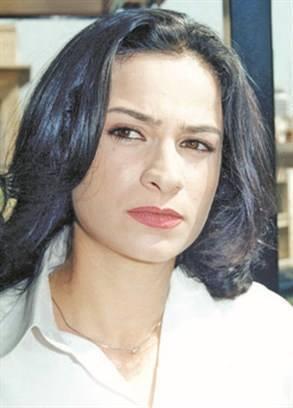 ولدت مي سكاف عام 1969 في دمشق