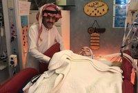 ويداوم الأمير الوليد بن طلال وبعض أفراد آسرة آل سعود على زيارة الأمير النائم بشكل مستمر