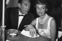 تزوج أنتوني كوين من الممثلة كاثرين دوميل عام 1937 وأنجب منها خمسة أطفال وانفصلا عام 1965
