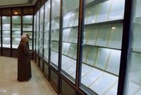 """يوجد مصحف مكتوب كاملًا بدماء صدام حسين كتابه الخطاط العراقي """" عباس جودي"""" حيث أرسل له صدام بشكل متكرر دماءه على مدار عامين مدة كتابة المصحف تم استخدام 27 لتر من دماءه"""
