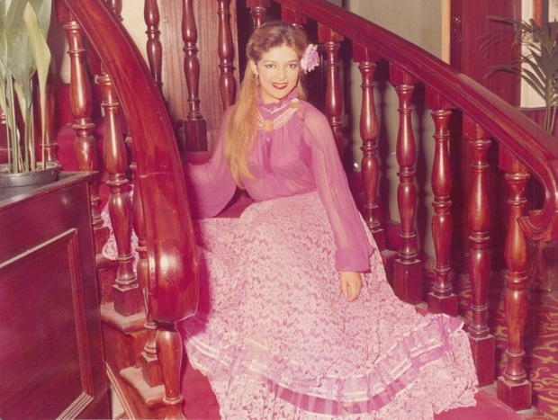 اسمها الحقيقي فلة عباسية، ولدت في باريس عام 1961