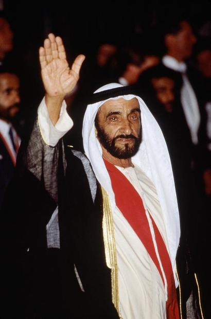 ولد الشيخ زايد في الـ 6 من مايو عام 1918 بأبو ظبي وسُمي على اسم جده الشيخ زايد حاكم إمارة أبو ظبي
