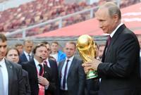 كأس العالم في روسيا هذا العام، فكان لابد له من أن يجرب كرة القدم أيضًا
