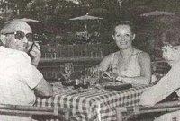 وأثناء تواجد الهجان في روما وقعت عينه على صحيفة موجود بها صورة لإيلي كوهين برفقة قادة عسكريين بسوريا وكبار رجال الدولة هناك