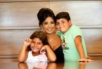وأنجبت من زوجها المنتج جمال سنان ولد (ريان) وبنت (يارا)