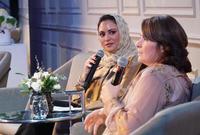 تعد منى أبو سليمان بجانب ريادتها الإعلامية وتبنيها لقضية المرأة السعودية من الرائدات كذلك في قضية الحوار مع الغرب لتصحيح صورة الإسلام وإزالة سوء الفهم عنه لدى الغرب