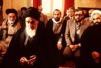 """بعدها بـ 19 سنة، بدأ الصدام العنيف مع الشاه بعد أن اعترض على إصدار لائحة """"مجالس الأقاليم والمدن"""" والتي كان محورها من وجهة نظره """"محاربة الإسلام"""" وتحويل إيران من دولة ذات مرجعية دينية إلى دولة علمانية"""