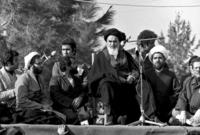 """بدأ معارضته في 1943م، بعد أن نشر كتاب """"كشف الأسرار"""" الذي تحدث عن سنوات حكم رضا شاه بهلوي، ودعا صراحة إلى تغيير نظام الحكم الإمبراطوري واستبداله بنظام يستند إلى قواعد الإسلام الشيعي."""