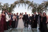 حفل الزفاف كان مميزًا واستثنائيًا حيث ارتدى الثنائي ثلاثة ثياب زفاف مختلفة