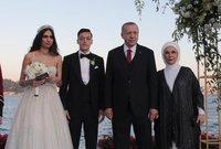 وكان من أبرز المدعوين لحفل الزفاف هو الرئيس التركي رجب طيب أردوغان