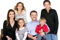 الملك عبد الله مع زوجته وأبنائه