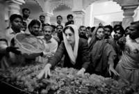 تولت رئاسة وزراء باكستان لأول مرة عام 1988