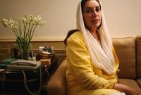 تم نفيها 8 سنوات بسبب تهم تلقي رشاوي قبل أن تعود عام 2007 على إثر عفو عام صادر عن الرئيس الباكستاني