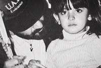 صورة في طفولتها مع والدها