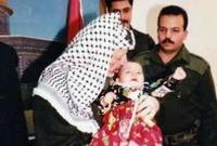 تبلغ زهوة ٢٤ عام وهي الإبنة الوحيدة للزعيم الفلسطيني الراحل ياسر عرفات، أثناء معرفتها بوفاة والدها كانت في تونس وعلمت الخبر عن طريق والدتها التي أبلغتها هاتفيًا
