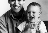 صور لـبروس لي مع ابنه براندون