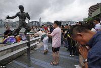 """لقطات مختلفة من تمثاله الشهير في """"هونج كونج"""" وزيارات محبيه"""