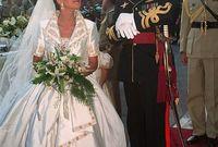 من أهم الفساتين التي قدمها إيلي هو فستان زفاف ملكة الأردن الحالية الملكة رانيا العبد الله الذي ارتدته عام 1993