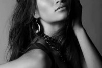 العارضة الأسترالية من أصول سعودي سانينيا شايك، أصبحت أيضا إحدى عارضات أزياء ماركة فيكتوريا سيكريت رغم بشرتها السمراء، وقاربت على 2 مليون متابع عبر حسابها على انستقرام