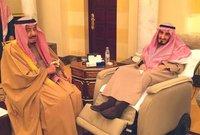 اشتهر الملك سلمان ملك السعودية بحبه الشديد للأمير بندر وكان يقوم بتقبيله كلما قام بزيارته أو جمعتهما مناسبة عائلية أو رسمية