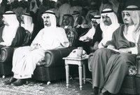 كما اشتهر الأمير بندر بأنه كان مقربًا من جميع ملوك السعودية منذ عهد الملك فيصل حيث كان يعد مستشارًا لهم ولكن بشكل غير رسمي حيث كانوا يثقون في رأيه بجانب حبهم الشديد له