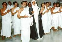 السلطان قابوس سلطان عمان الحالي بملابس الإحرام في شبابه