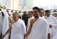 الملك عبد الله بن حسين ملك الأردن الحالي برفقة ابنه الأكبر وولي عهده الأمير الحسين الثاني