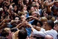 أعلن ترشحه للانتخابات الأمريكية عام 2008 أمام المرشح الجمهوري جون ماكين وأظهرت استطلاعات الرأي في البداية تفوق ماكين عليه قبل أن يقلب أوباما الطاولة بذكائه ولباقته وجودة برنامجه الانتخابي