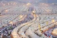 منى (بكسر الميم وفتح النون) هي وادي تحيط به الجبال، تقع في شرق مكة، على الطريق بين مكة وجبل عرفة. وتبعد عن المسجد الحرام نحو 6 كم تقريباً.