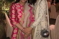 أمريتا سينج مع ابنتها سارة علي خان