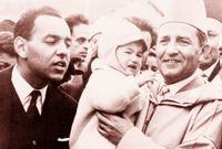 ويحظى السلطان محمد الخامس بمحبة كبيرة من أبناء شعبه، لموقفه القوي والمثابر في الكفاح ضد الاستعمار من أجل استقلال المغرب وتوحيد أراضيه.