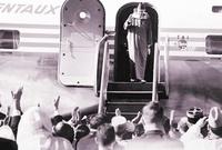 وبسبب هذه المظاهرات، ونتيجة لحدتها قبلت السلطات الفرنسية بإرجاع السلطان إلى عرشه يوم 16 نوفمبر 1955،  بعد ما شهدت البلاد أحداثًا دموية في العديد من المدن والبوادي. ومواجهة المستعمر لمقاومة شرسة..