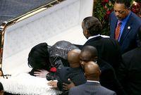 لذلك حزن الملايين على وفاته لأنه بجانب قيمته الفنية الكبيرة كان يقوم بالأعمال الخيرية وكذلك محاولته لدحض العنصرية في أغنياته وحضر جنازته ما يقارب من 600 ألف شخص وتعد من أكبر جنائز العالم
