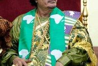 وحرص القذافي على ارتداء الزي في المناسبات الأفريقية بشكل خاص حتى يؤكد استحقاقه لهذا اللقب حسب وصفه لأنه كان أقدم زعماء القارة وأجدرهم باللقب في رأيه