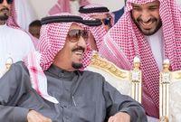 """ويمثل الأمير جيل الشباب في السعودية الذين لا يتجاوز نصفهم تقريبا سن الـ25، كما أنه يتولى سلطات غير معتادة لمن في سنه، وأطلق """"رؤية 2030"""" الإصلاحية، التي تهدف إلى تغييرات اجتماعية واقتصادية، تجعل اقتصاد بلاده ليس معتمدا على النفط وحده."""