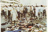 قام الحجاج الشيعة بمهاجمة رجال الأمن فجأة بالعصي والحجارة وقاموا بالإعتداء عليهم ليضطر الأمن السعودي للتصدي لهم