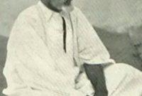 قام بدراسة القرآن والسنة النبوية ونشأ على تعاليم الحركة السنوسية وتتلمذ على يد عدد كبير من كبار علماء الدين في ليبيا آنذاك وهو ابن ثمانية أعوام