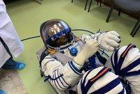 وأعلن مركز محمد بن راشد للفضاء أنه سيقوم ببث مباشر خلال وجود هزاع على متن محطة الفضاء الدولية لما يمثله هذا الحدث من أهمية كبرى لدى الإماراتيين