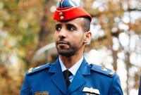 وقبل اتجاهه إلى الفضاء فقد عمل هزاع كطيار مقاتل في القوات المسلحة الإماراتية حيث كان يقود طائرات من طراز إف 16