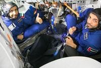 وقام الشيخ محمد بن راشد بوصف هزاع وسلطان بأنهما يمثلان أوج الطموح الإماراتي ووقع الاختيار على هزاع ليكون رائد الفضاء الرئيسي في الرحلة الافتتاحية