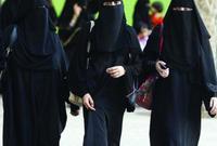 تحقيق أحلام الفتيات السعوديات لم يتوقف هنا، فقد تم السماح للمرأة بالعمل دون اشتراط موافقة ولي أمرها، وتم الإعلان عن وظائف للمرأة في وزارة العدل في 4 مجالات وهي «باحثة اجتماعية - باحثة شرعية - باحثة قانونية - مساعدة إدارية»