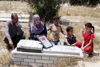 أسرة محمد الدرة تزور قبر ابنها الشهيد كل عام لاستحضار ذكراه التي تستحضرها معهم جميع الأسر الفلسطينية والعربية بصفته رمزًا لمقاومة ونضال الاحتلال الإسرائيلي