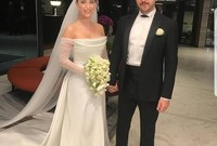 """بعد قصة حب قوية استمرت لـ5 سنوات تزوجت """"هازال"""" من حبيبها الممثل التركي """"علي أتاي"""" عام 2018 في حفل زفاف أسطوري بحضور المشاهير ونجوم الفن"""